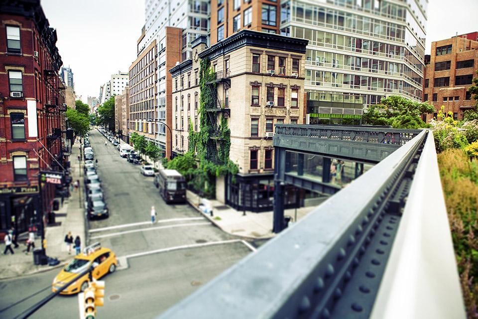 HighLinePark-NYC-credit-Alija-iStock_000046356156_Medium