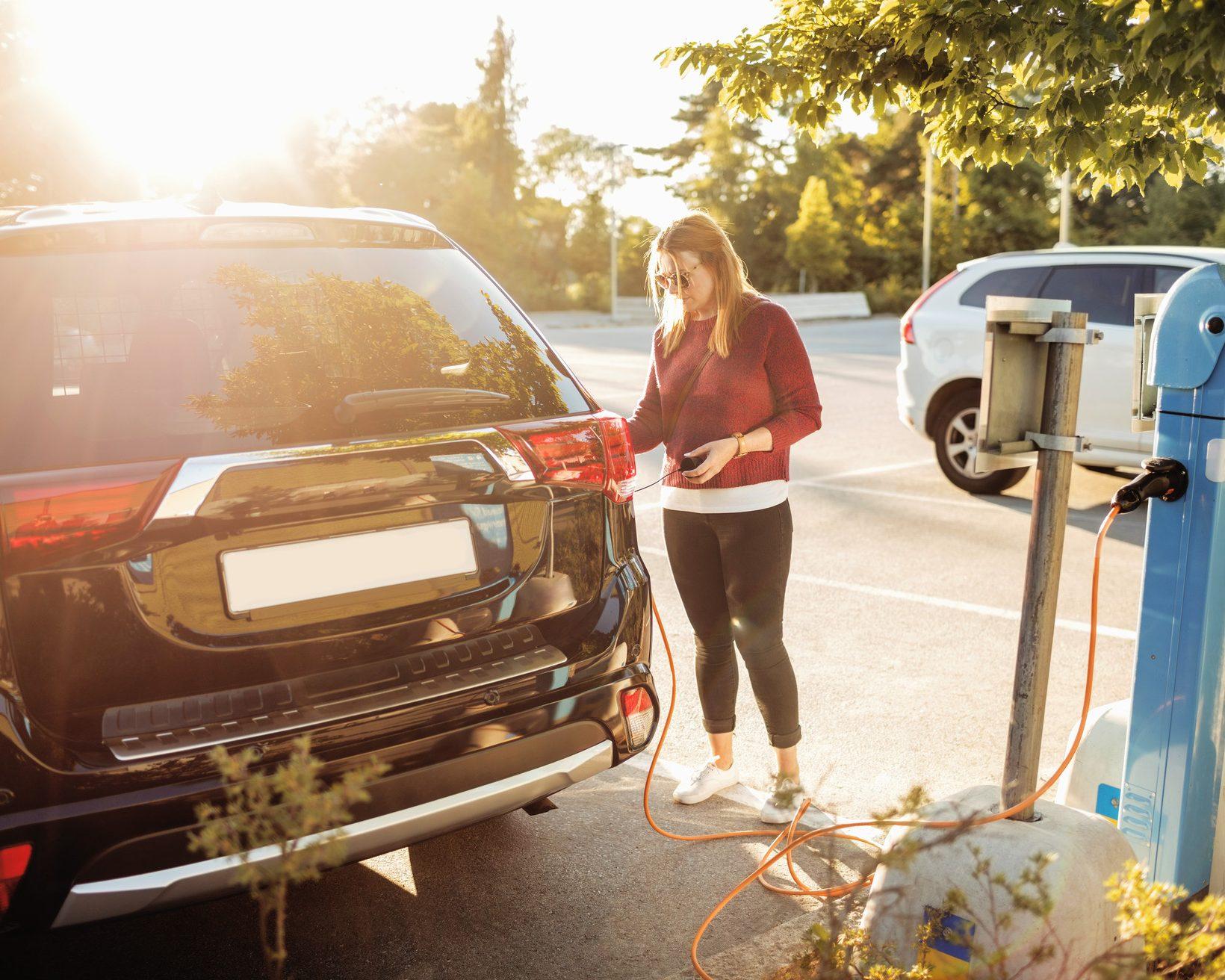 Choosing between electric and hybrid cars