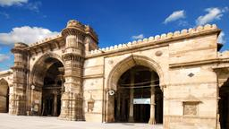 Find cheap flights from Arizona to Ahmedabad
