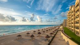 Find cheap flights from Miami to Cancún