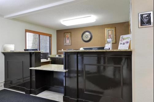 Americas Best Value Inn & Suites - Bismarck - Lobby