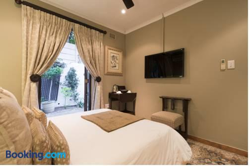 Five Burnham Guest House - Umhlanga Rocks