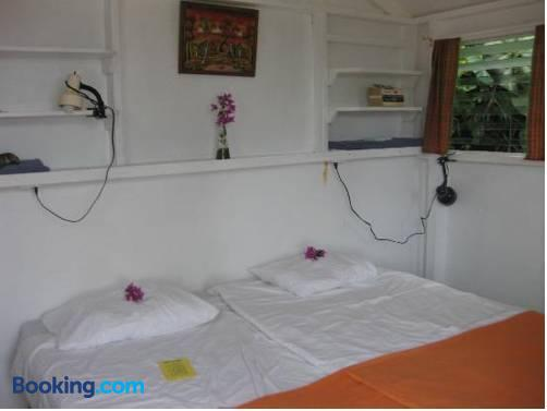 El Momo Cottages - Windwardside - Bed