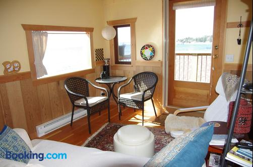 Blitz Beach House - Powell River