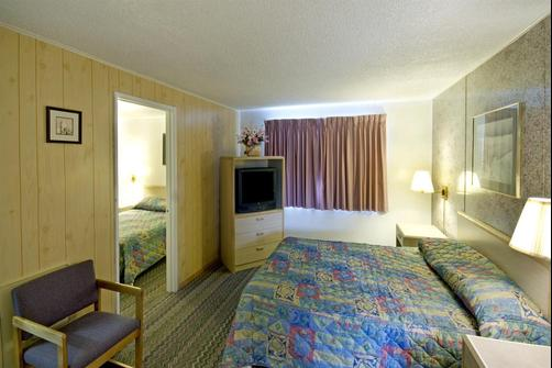 Americas Best Value Inn - Eureka - Bedroom
