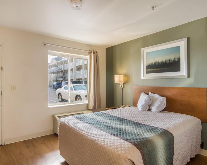 Hometowne Studios By Red Roof Denver Airport Aurora 66 1 0 4 Aurora Hotel Deals Reviews Kayak
