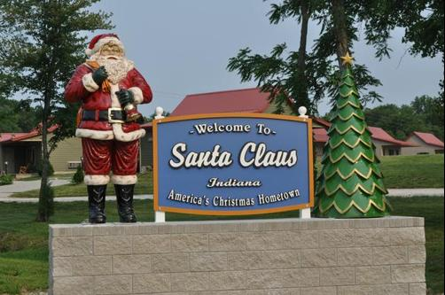 Santa's Lakeside Cottages - Santa Claus