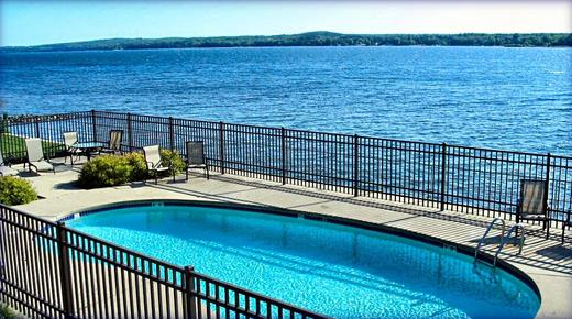 Cliff Dwellers Resort - Sturgeon Bay