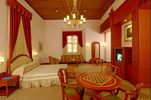 Bolgatty Palace & Island Resort - Kochi - Queen bedroom