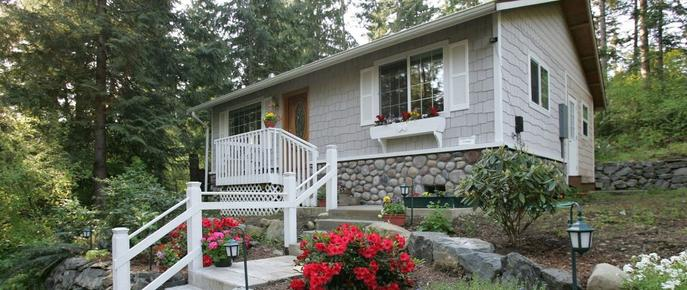 A Hidden Haven & Water Garden Cottages - Port Angeles - Building