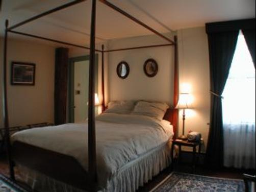 Another Second Penny Inn - Stonington - Bedroom