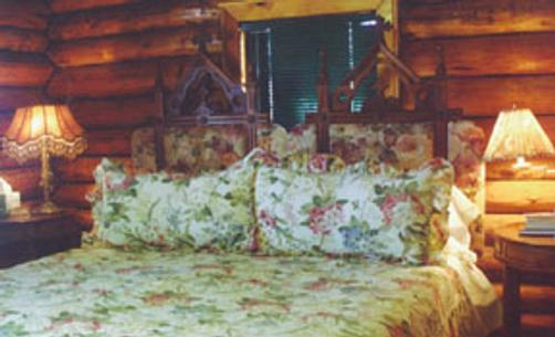 Elaine's Bed and Breakfast - Cedar Crest - Bed