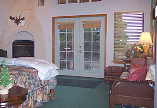 Elaine's Bed and Breakfast - Cedar Crest - Bedroom