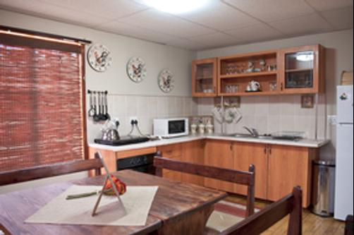 A Cherry Lane Self Catering and B&B - Bloemfontein - Kitchen