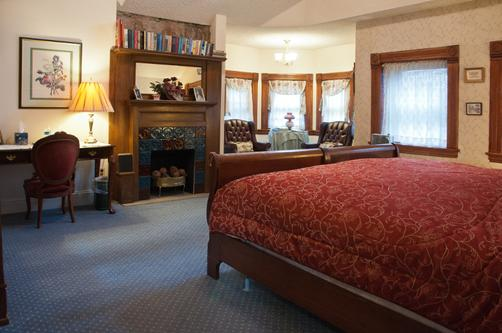Castle Marne Bed & Breakfast - Denver - King bedroom