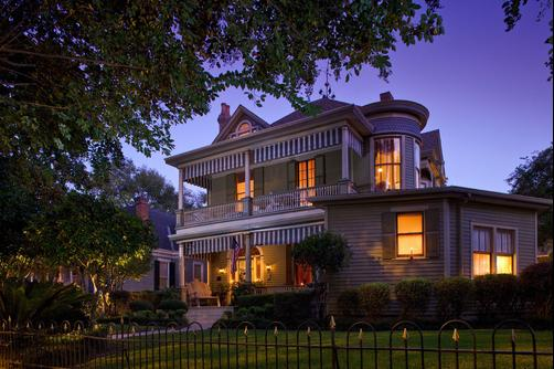 Devereaux Shields House - Natchez - Outdoors view