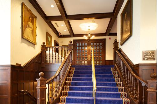 Deer Path Inn - Lake Forest - Stairs