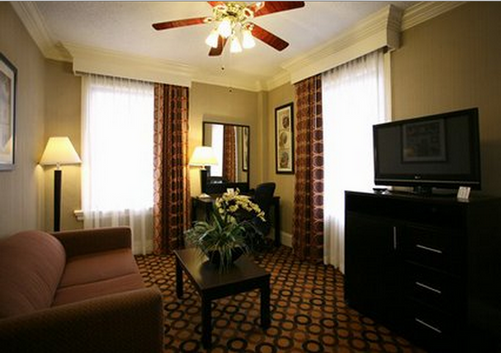Clarion Inn & Suites - New Orleans - Bedroom