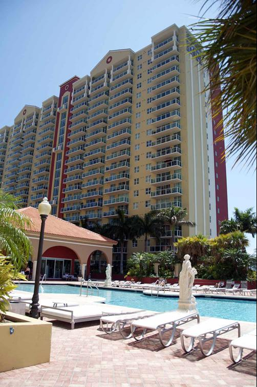 Miami Beach Intracoastal Apartments by Globe Quarters - Miami - Building