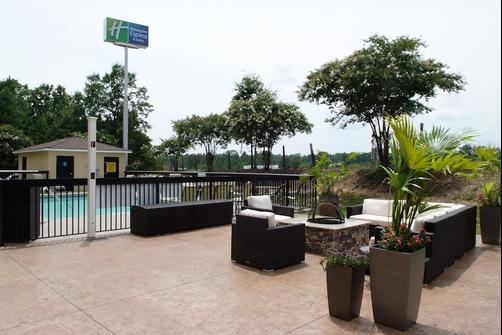 Holiday Inn Express & Suites Blythewood - Blythewood - Patio