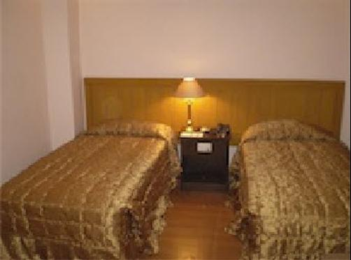 Mirage Hotel Lahore - Lahore - Bed