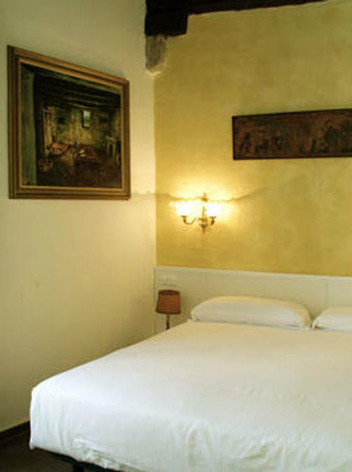 Girona Medieval Suites Apartments - Girona - Bed