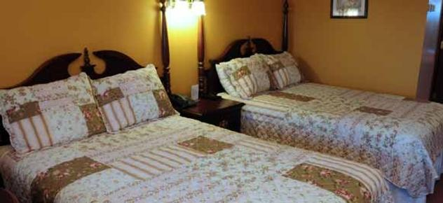 Guggisberg Swiss Inn B&B - Millersburg - Bed