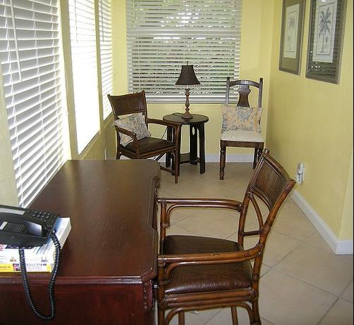 Palm Beach Hibiscus Bed & Breakfast - West Palm Beach - Business center