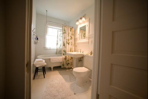 The Guest House - Perrysburg - Bathroom