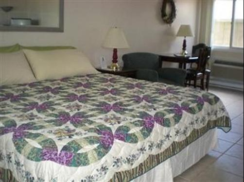Sandy Shore Motel - Westerly - Bedroom