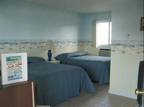 Sandy Shore Motel - Westerly - Bed