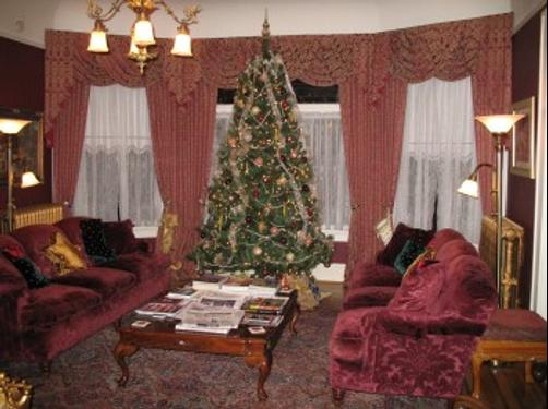 The Lion and the Rose Victorian Bed & Breakfast - Portland - Living room