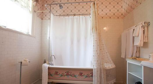 The Lion and the Rose Victorian Bed & Breakfast - Portland - Bathroom