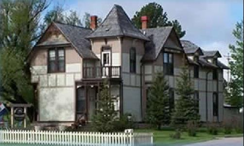 Custer Mansion Bed & Breakfast - Custer - Building
