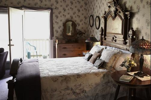 Whispering Pines B&B - Dellroy - Bedroom