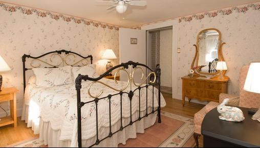 Schroon Lake Bed and Breakfast - Schroon Lake - Bedroom