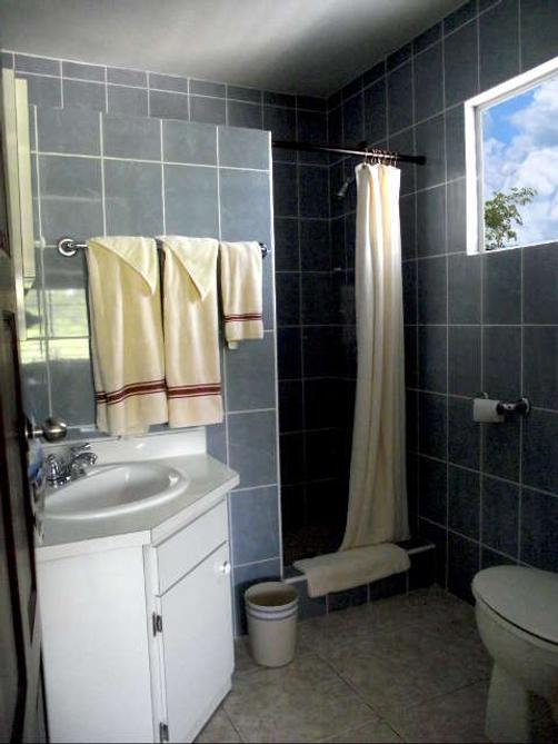 Serenity Sands Bed and Breakfast - Corozal - Bathroom