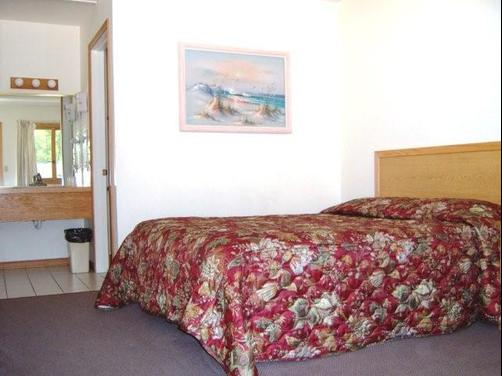 Captains Quarters Motel - Saugatuck - Bedroom