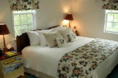 Ivy Cottage on the River - Hartfield - Bedroom