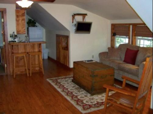 Oak Manor Bed & Breakfast/Pine Grove Cottages - Pittsburg - Living room