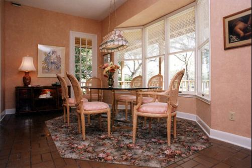 Roses and The River Bed and Breakfast - Brazoria - Living room