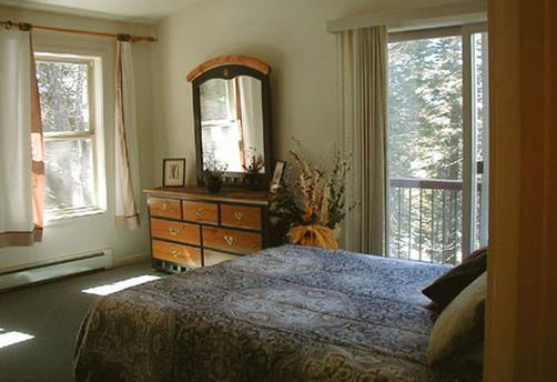 The Yosemite Peregrine Lodging - Yosemite National Park - Bedroom