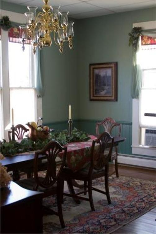 Artists' Inn and Cottages - French Lick - Living room