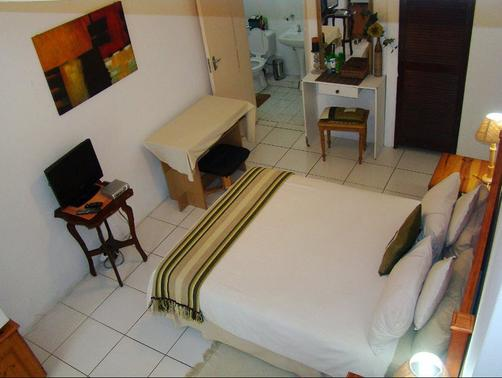 Lalapanzi Guest House - Saint Lucia - Bedroom