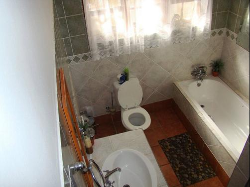 Lalapanzi Guest House - Saint Lucia - Bathroom