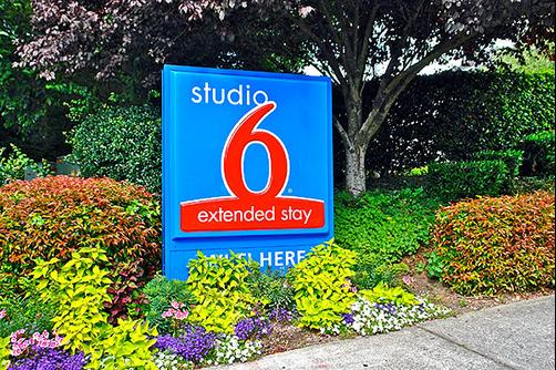 Studio 6 Seattle Mountlake Terrace - Mountlake Terrace - Building