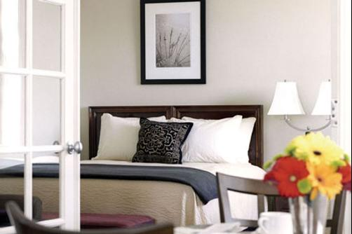 The Eldridge Hotel - Lawrence - Queen bedroom