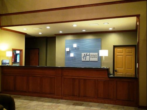 Holiday Inn Express & Suites Greenville - Greenville - Front desk