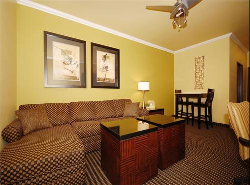 Best Western Plus Christopher Inn & Suites - Forney - Bedroom