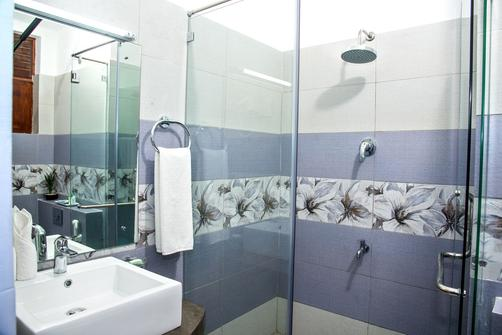 Paradise Beach Hotel - Negombo - Bathroom